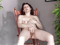 Grown up upon snug saggy tits makes herself cum coupled with squirt